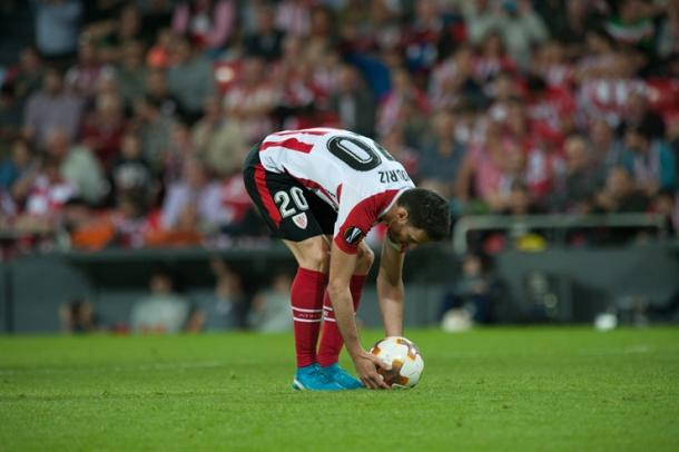 Aduriz se dispone a tirar el penalti. Foto web: Athletic club