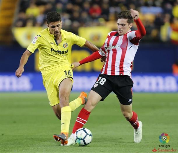 Iñigo Cordoba luchando un balón.   Foto: Web Athletic Club