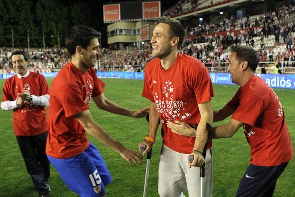 Gurpegui celebra la clasificacion para la Champions en Vallecas. | Foto: Athletic.