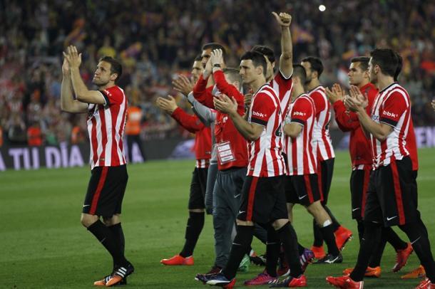 Los jugadores rojiblancos agradecen el apoyo a la afición. | Foto: Athletic Club