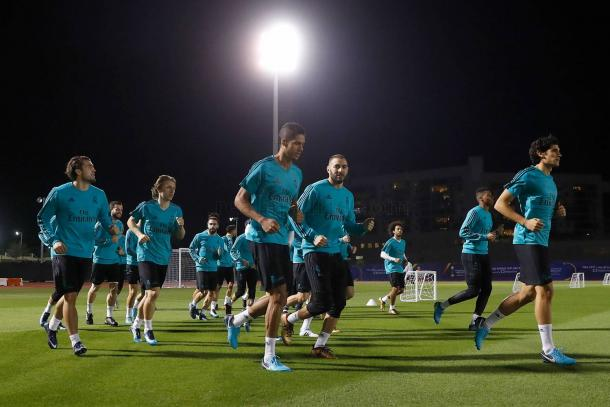 El equipo al inicio del entrenamiento de ayer Fotografía: Real Madrid