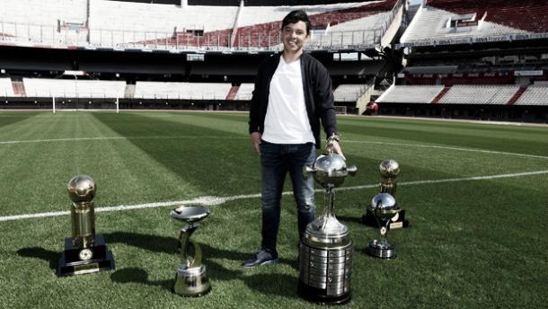 Marcelo Gallardo posa junto a algunos de sus logros | Foto: River