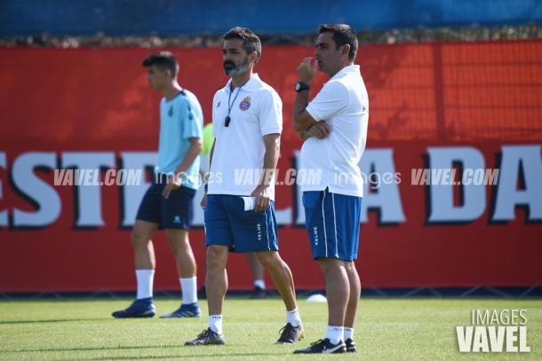Gallego prestó atención en todo momento a sus jugadores   Foto: VAVEL