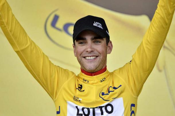 Tony Gallopin con el maillot amarillo durante el Tour de Francia | Fuente: Twitter-@tonygallopin