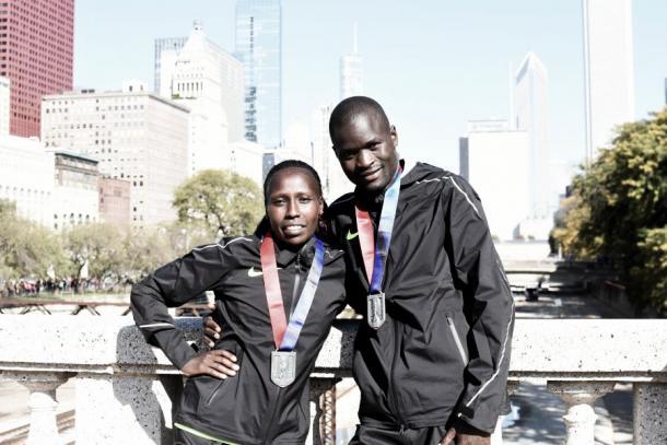 Kiplagat y Kirui celebran como campeones. Fuente: Chicago Marathon