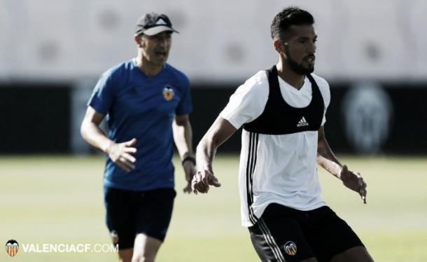 Ezequiel Garay en su primer entrenamiento con el Valencia | Foto: Valencia CF.
