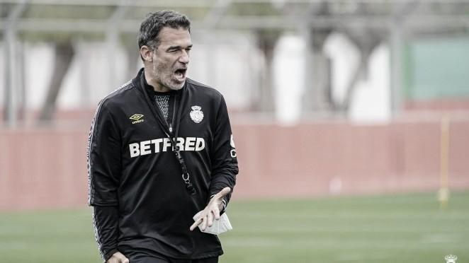 Luis García Plaza, entrenador del RCD Mallorca, en un entrenamiento. / Foto: RCD Mallorca.