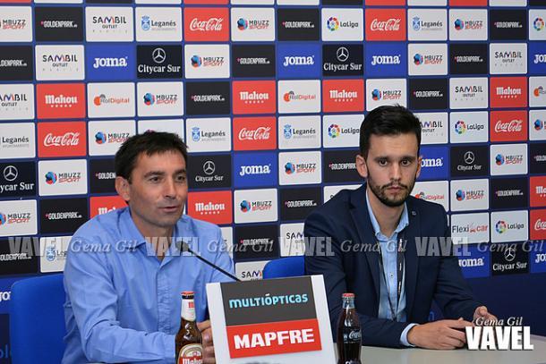 Garitano y Daniel Abanda en rueda de prensa | Foto: Gema Gil (Vavel)