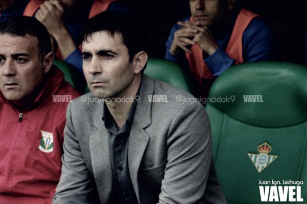 Garitano en el banquillo ante el Betis   Foto: VAVEL