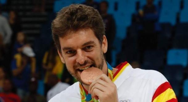 Gasol muerde la medalla de bronce   Fuente: EFE.