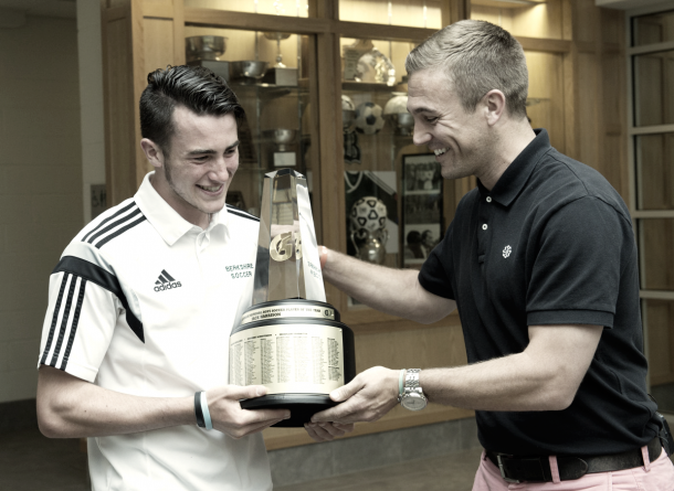 Taylor Twellman handing Jack Harrison the Gatorade Player of the Year award in 2015. | Photo: Susan Goldman/Gatorade