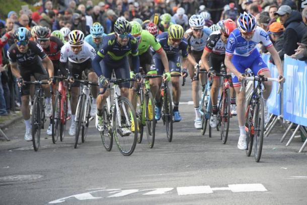 Valverde en busca de neutralizar a Gaudu   Foto: Equipo FDJ