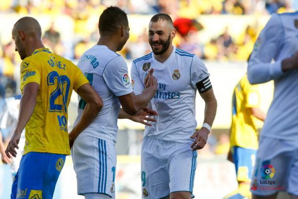 Casemiro e Benzema comemoram gol do francês   Foto: Divulgação/La Liga