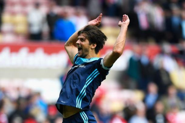 George Friend performs his famous jumping salute | Photo: Gazette