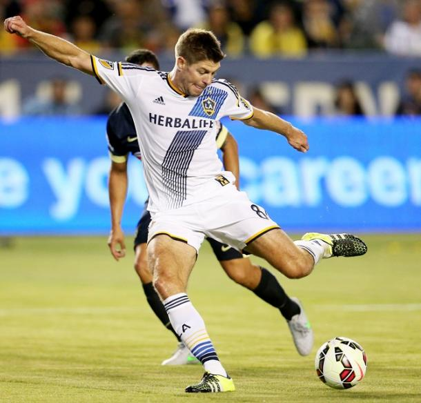 Gerrard takes aim during his LA Galaxy debut in 2015. (Source: Stephen Dunn/Getty Images)