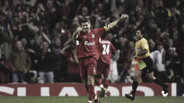 El gol de Gerrard ante el Olympiacos clasifica al Liverpool para los octavos de final./ Foto: FIFA.com