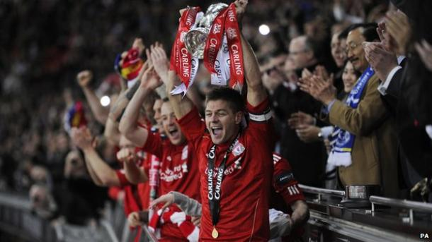 Steven Gerrard lifts the League Cup in 2012 (photo: Getty Images)