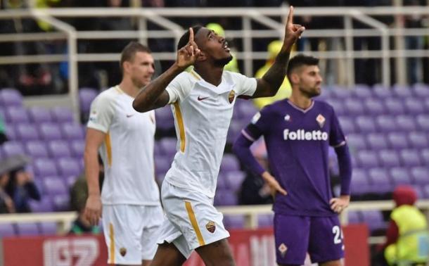 Gerson anotó sus dos únicos goles en Italia contra la Fiorentina   Foto: AP