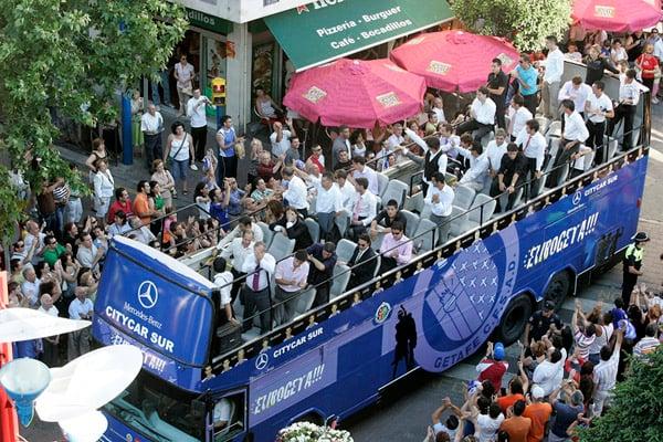 El Getafe celebra por las calles de la ciudad la participación en Europa. Fuente: Getafe CF