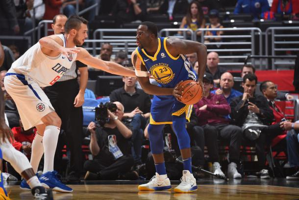 Draymond Green of the Golden State Warriors handles the ball against the LA Clippers on October 30, 2017 at Staples Center in Los Angeles, California. Photo: Andrew D. Bernstein/NBAE via Getty Images