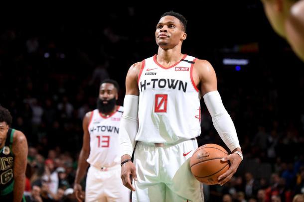 Westbrook y Harden (al fondo), Fuente: Houston Rockets