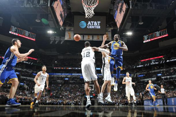Draymond Green of the Golden State Warriors passes the ball against the San Antonio Spurs on November 2, 2017 at the AT&T Center in San Antonio, Texas. Photo: Mark Sobhani via NBA