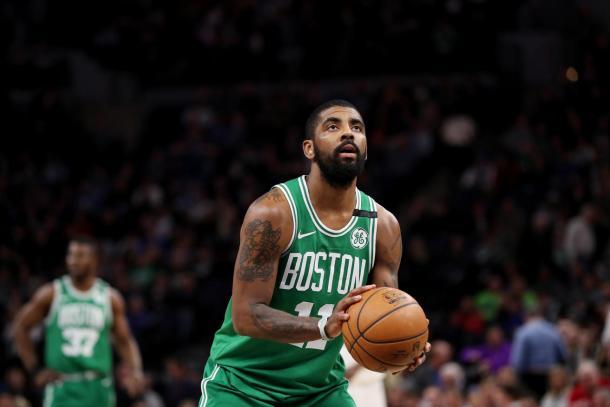 Após ser poupado no jogo anterior, Irving retornou comandando a vitória dos Celtics (Foto: Getty Images)