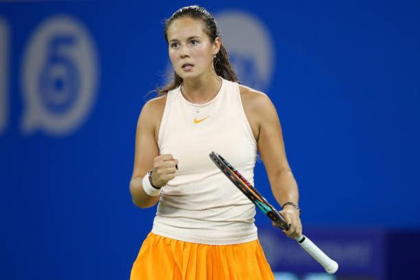 Daria Kasatkina narrowly survived the huge scare | Photo: Ding Yifan / Getty Images