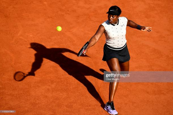 Stephens in action on Court Philippe Chatrier (Getty Images/Clive Mason)