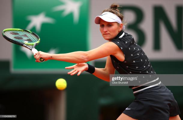 Vondrousova in action during her first Grand Slam semifinal (Getty Images/Clive Brunskill)