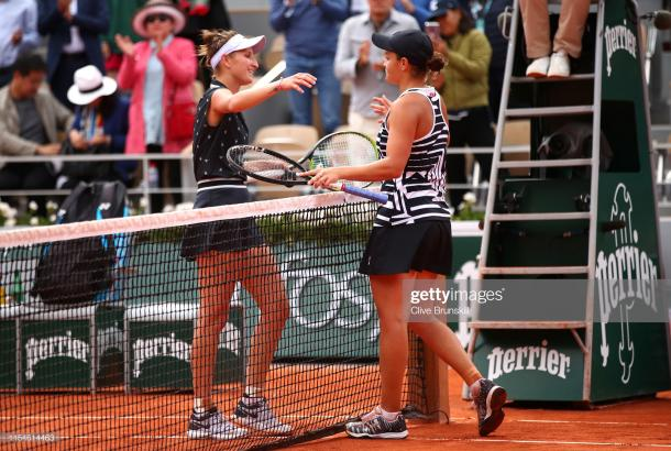 Vondrousova and Barty embrace following the final (Getty Images/Julian Finney)