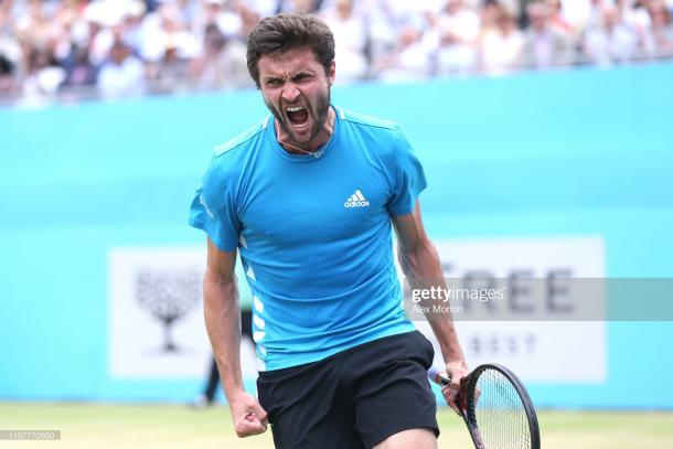 Simon celebrates winning the second set (Getty Images/Alex Morton)