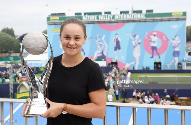 Barty with the world number one trophy (Getty Images)