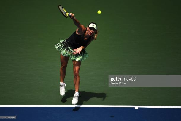 Caroline Wozniacki seemed to be struggling with a foot issue | Photo: Emilee Chinn/Getty Images
