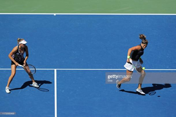 Mertens and Sabalenka in action during their quarterfinal win | Photo: Elsa/Getty Images