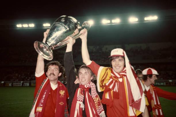 Alan Hansen, Kenny Dalglish y Graeme Souness levantan la Copa de Europa / Foto: Gettyimages