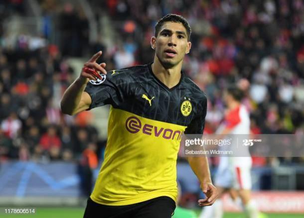Achraf Hakimi celebra un gol con la elástica del Borussia Dortmund | Imagen Vía: Getty Images