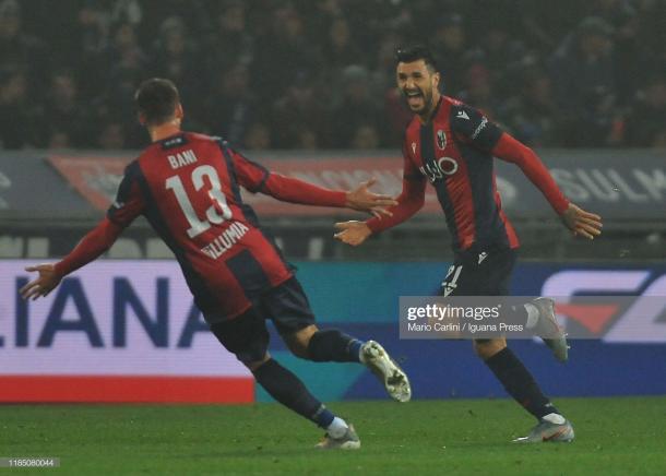 Soriano celebra con su compañero Bani el primer gol de la noche / Foto: Getty images