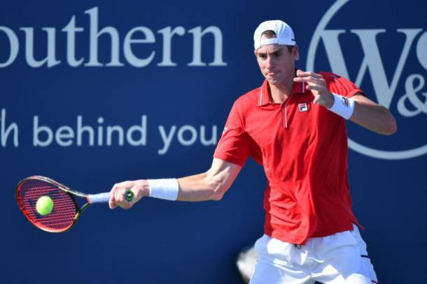 Isner hits a forehand during his victory over Hurkacz/Photo: Matthew Stockman/Getty Images