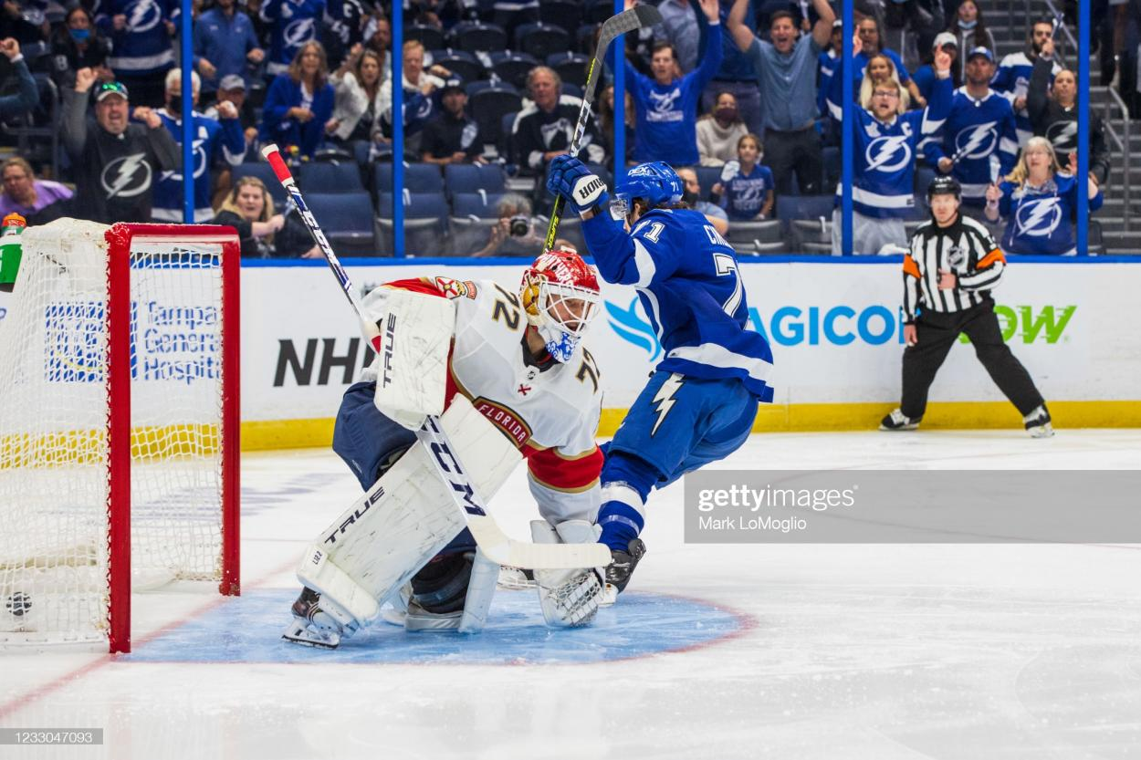 Anthony Cirelli scores the first goal of Game 4 against Sergei Bobrovsky/Photo: Mark LoMoglio/Getty Images