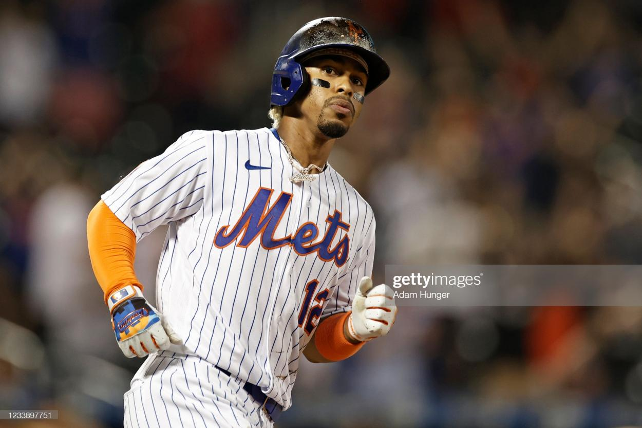Lindor watches as he hits a grand slam in the Mets' rout of the Pirates/Photo: Adam Hunger/Getty Images