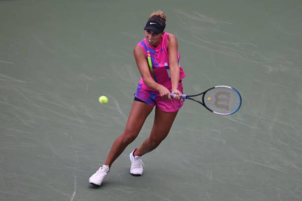 Keys hits a backhand during her first-round victory/Photo: Al Bello/Getty Images