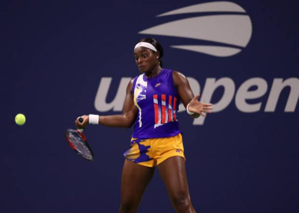 Stephens hits a forehand against Buzarnescu/Photo: Matthew Stockman/Getty Images