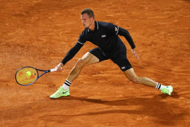 Fucsovics frustrated Medvedev all match long/Photo: Julian Finney/Getty Images