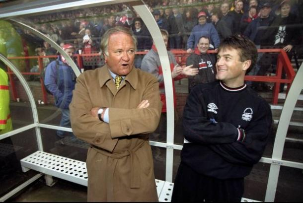 Ron Atkinson sees the funny side of his gaffe with assistant Micky Adams. | Photo: Getty