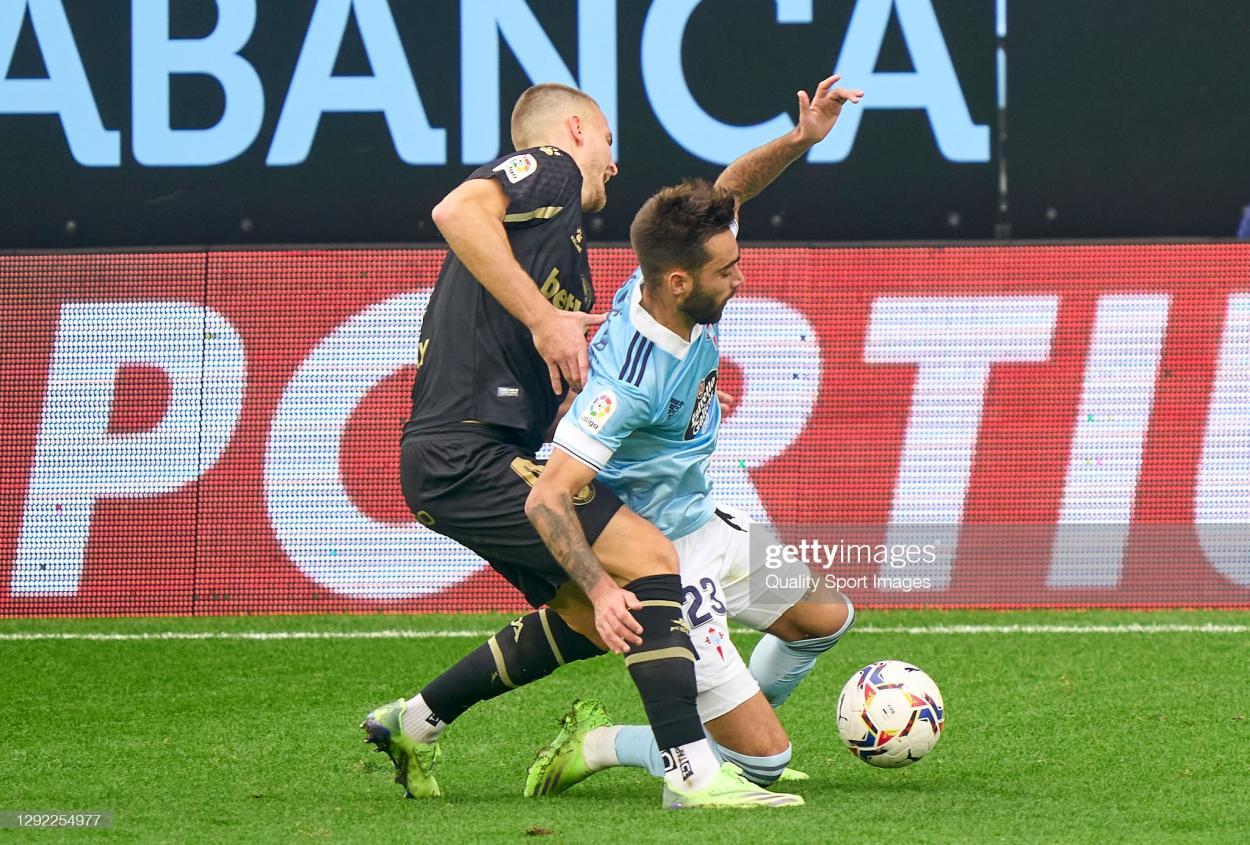 Acción fortuita en la que Rodrigo Ely realiza un mal apoyo que deriva en una rotura total del ligamento cruzado anterior de su rodilla izquierda | Fuente: Getty Images (Quality Sports Images)