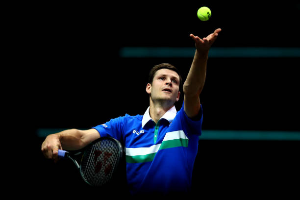 Hurkacz serves during his quarterfinal match/Photo: Dean Mahtaropoulos/Getty Images