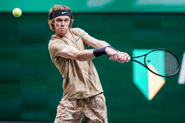 Rublev hits a backhand during his quarterfinal victory/Photo: Henk Seppen/BSR Agency/Getty Images
