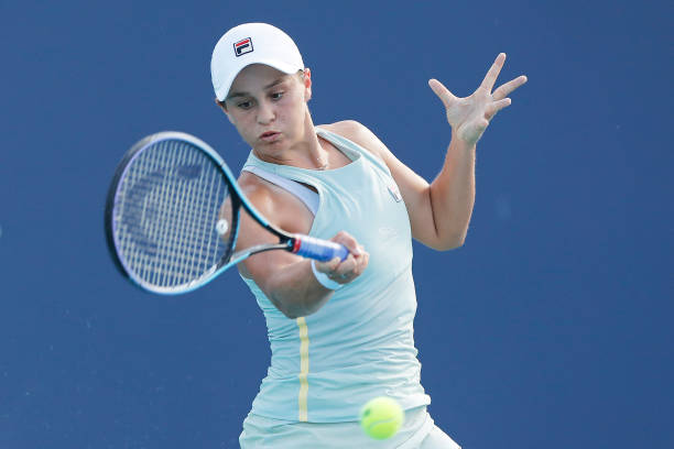 Barty hits a forehand during her semifinal victory/Photo: Michael Reaves/Getty Images