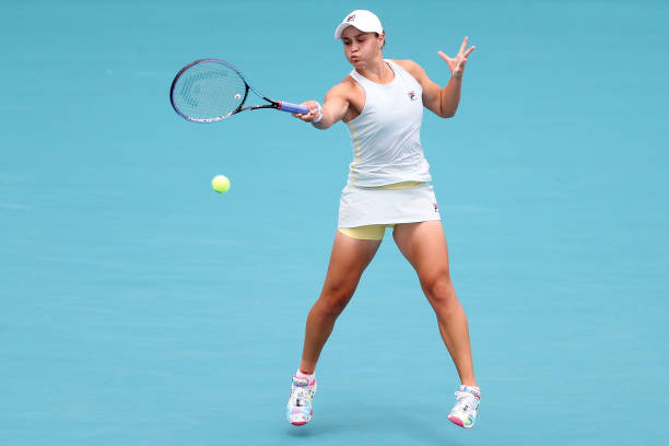 Barty hits a forehand during the Miami Open final/Photo: Matthew Stockman/Getty Images